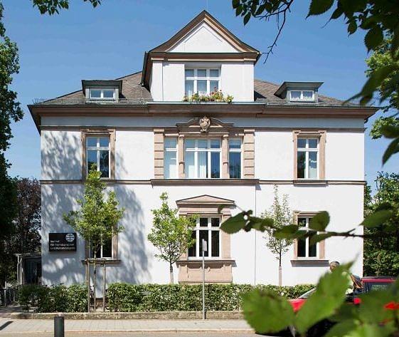 Altbau in Frontansicht des IFA in der Hindenburgstraße 42