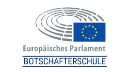 """Flagge der EU mit stilisiertem Parlamentplenum und darunter der Text """"Europäische Parlament"""" und """"Botschafterschule"""""""
